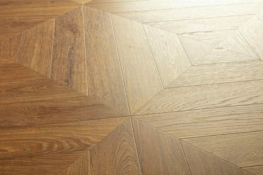 patrón en espiga suelos laminados